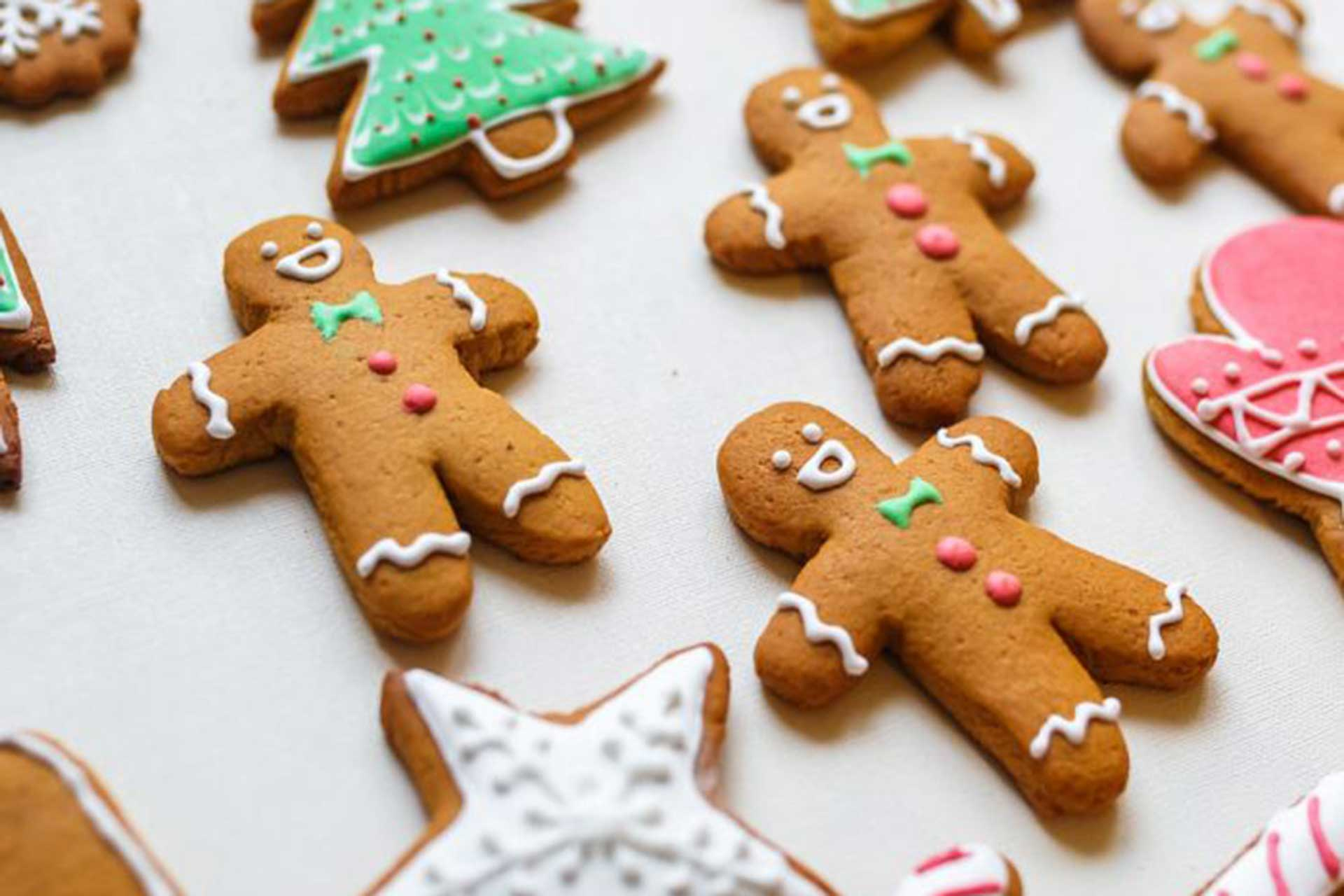 how to have an eco-friendly Christmas showing Christmas cooking ideas